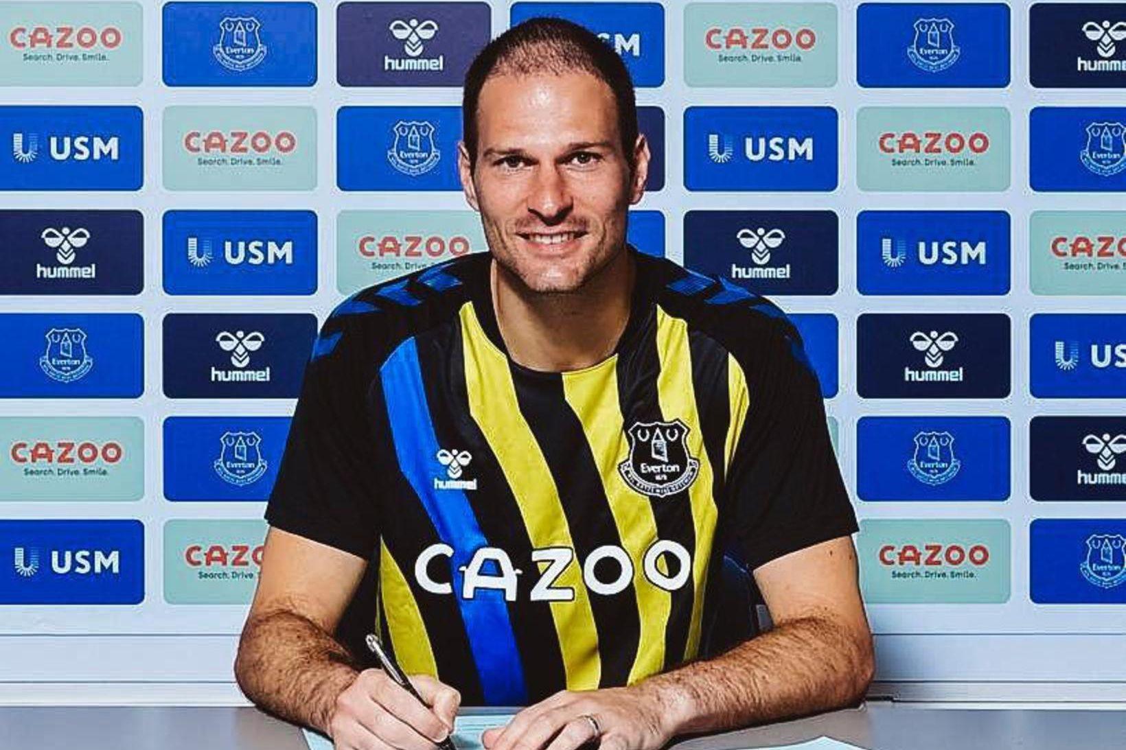 Asmir Begovic er orðinn leikmaður Everton.