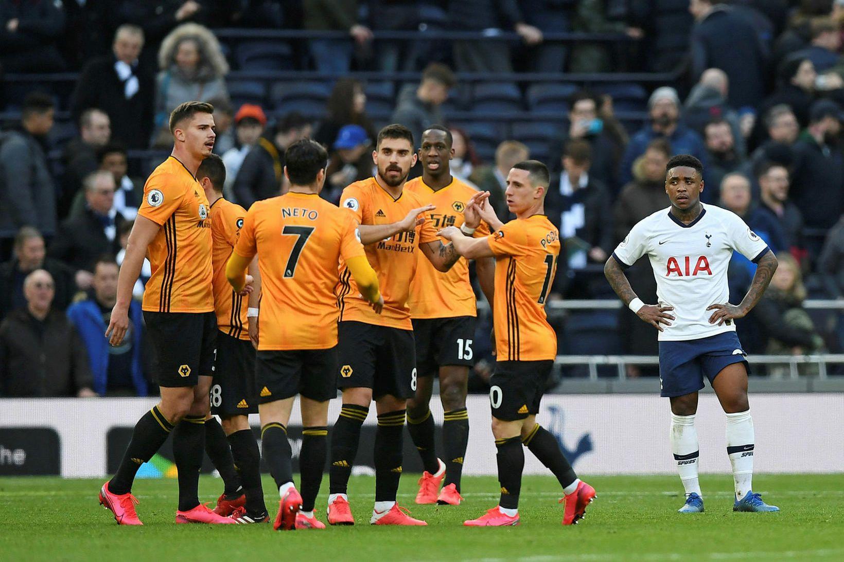 Leikmenn Wolves fagna í leik gegn Tottenham.