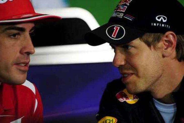 Alonso og Vettel ræða málin á blaðamannafundi í Barcelona í dag.