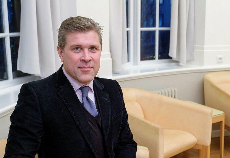 Bjarni Benediktsson wants to begin the sale process of Íslandsbanki and Landsbanki this year.