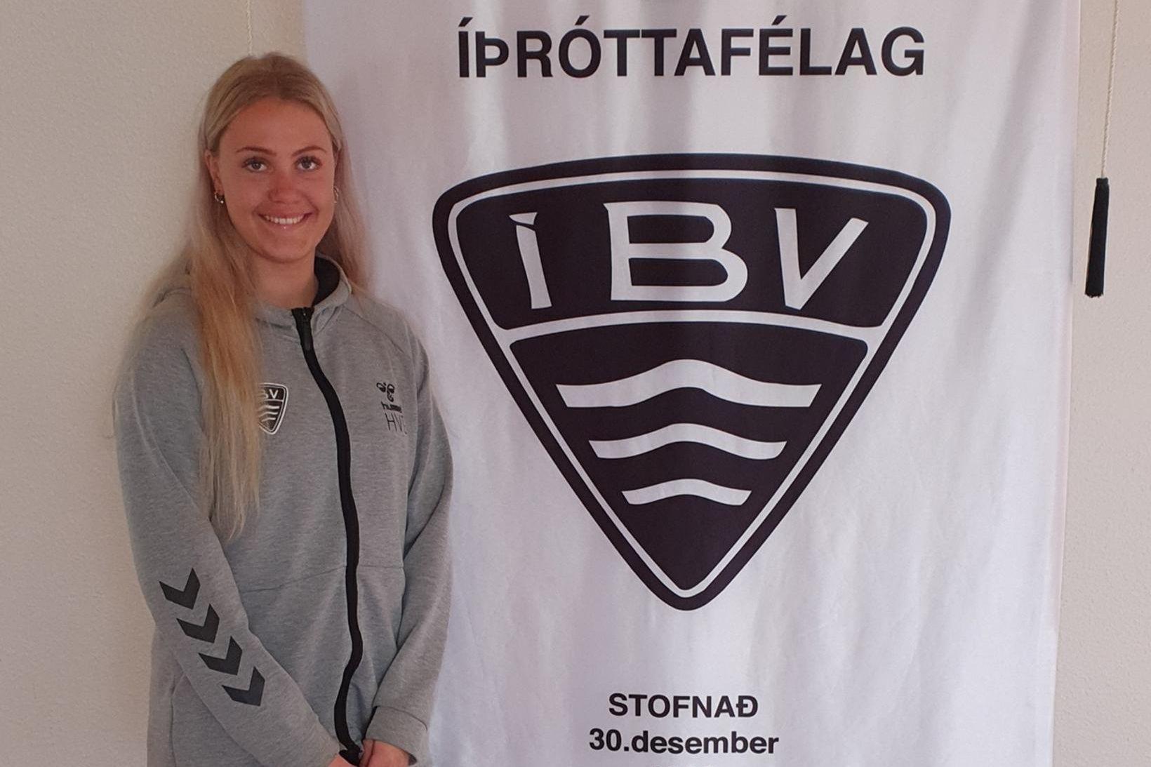 Harpa Valey Gylfadóttir hefur framlengt samning sinn við ÍBV.