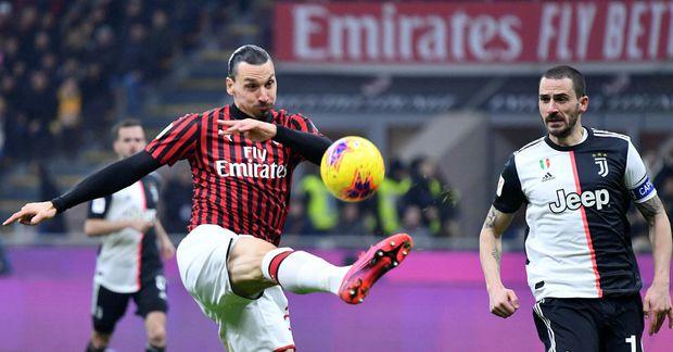 Zlatan Ibrahimovic í leik með AC Milan gegn Juventus í vetur.