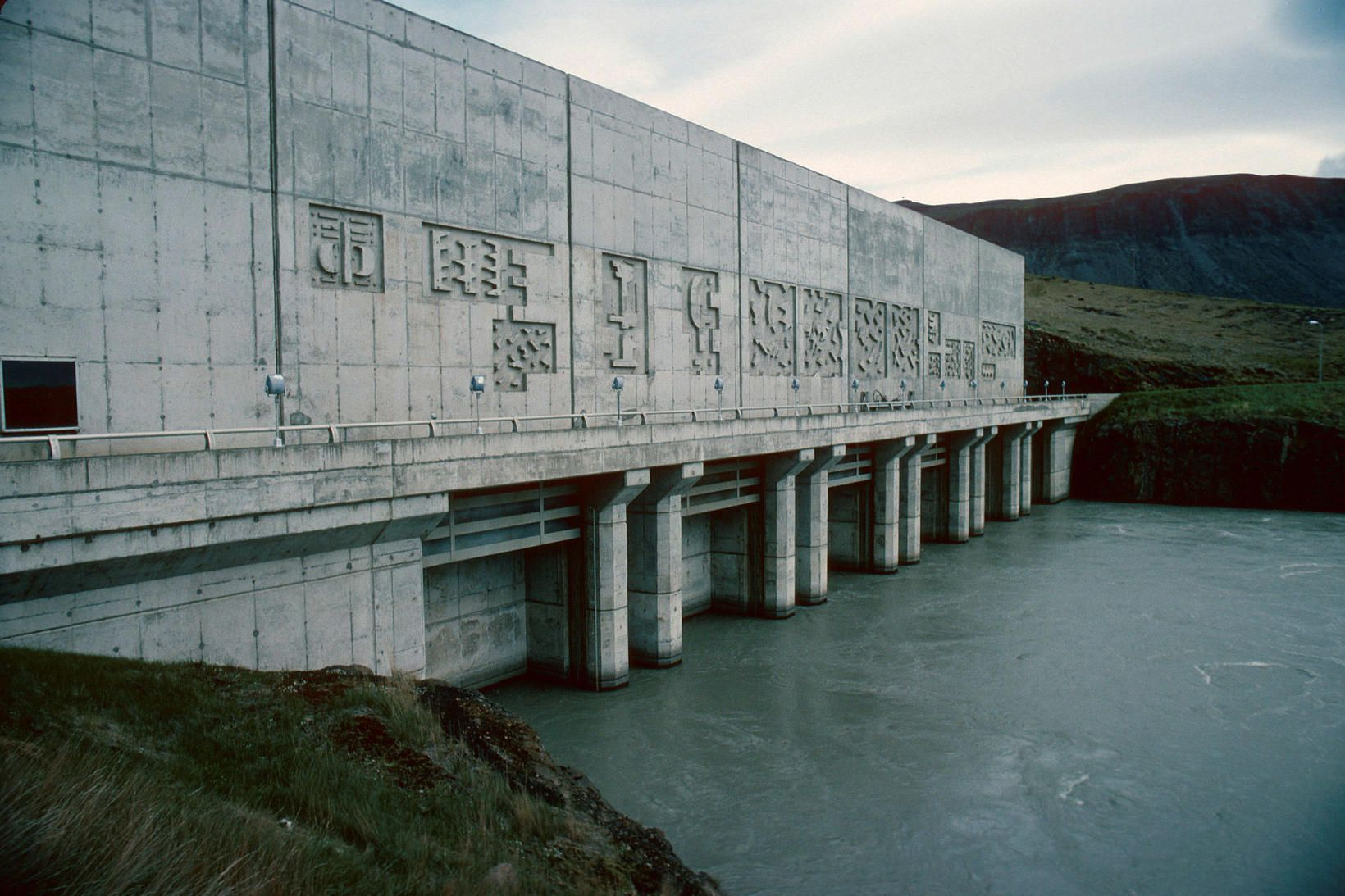 Landsvirkjun hefur framleitt fyrir Straumsvík í rúm 50 ár.