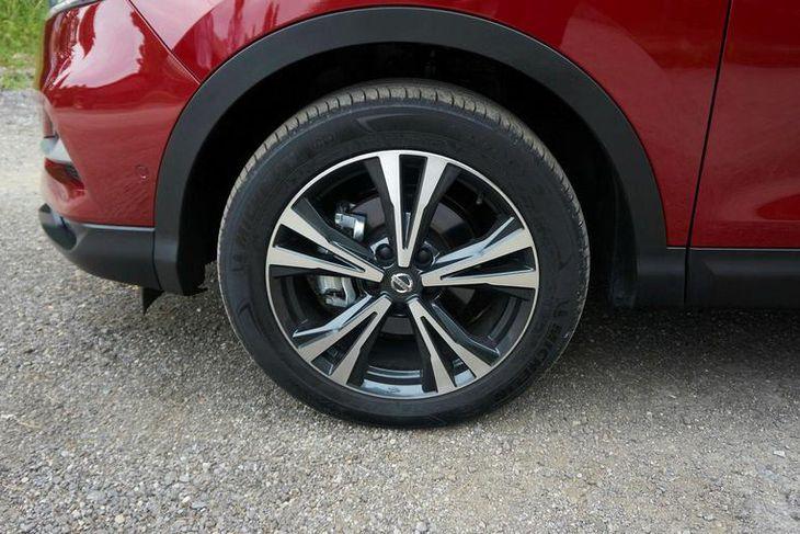Nissan sýndi mjög eigulegar felgur á reynsluakstursbílunum.