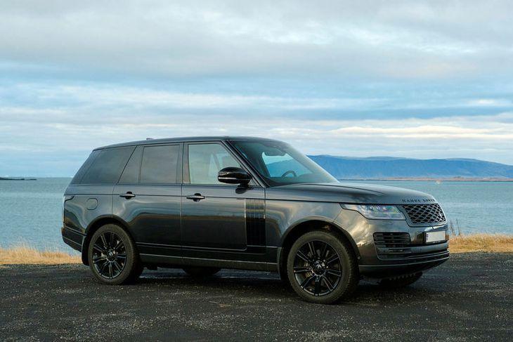 Fáguð hönnun með augljósa skírskotun til fyrsta Range Rover bílsins sem kom á markað árið ...