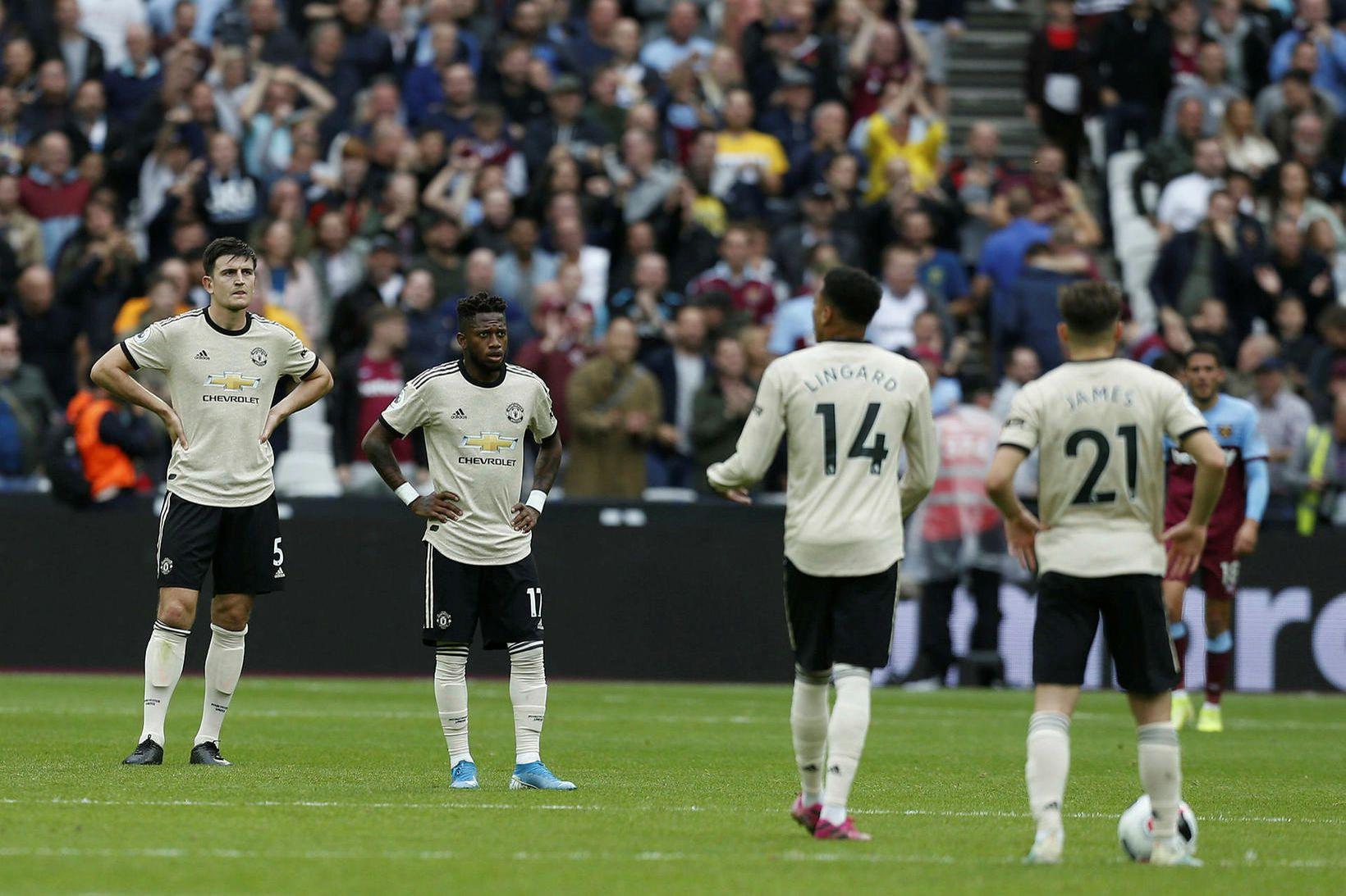 Hnuggnir leikmenn Manchester United eftir tapið í dag.