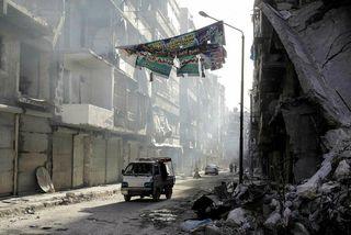 Al-Shaar hverfið í Aleppo. Hluti þeirra sem fórust í árásinni voru almennir borgarar sem flúið ...