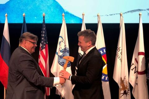 Minister for Foreign Affairs Guðlaugur Þór Þórðarsson, right, accepts chairmanship of the Arctic Council from Finish Foreign Minister Timo Soini.