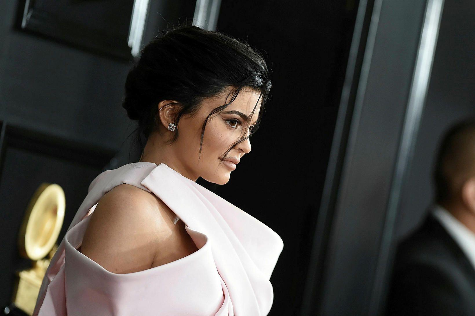 Kylie Jenner er búin að selja meirihlutann í snyrtivörufyrirtækinu sínu …