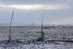 Viðgerðir standa yfir víða, meðal annars á Hvolsvallarlínu þar sem fjöldi stæða skemmdist í óveðrinu …