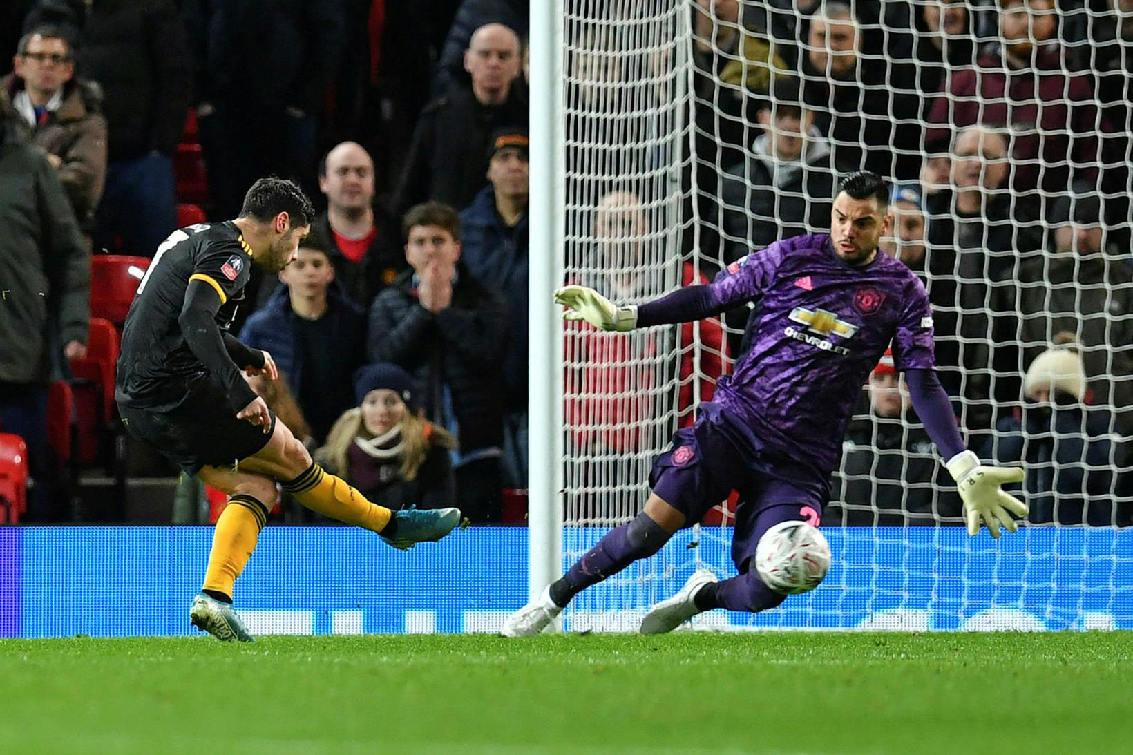Sergio Romero í marki United í bikarleik gegn Wolves í …