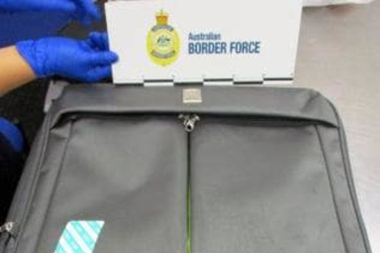 The suitcase of the Icelander arrested at the airport.
