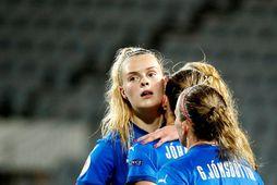 Guðný Árnadóttir er hægri bakvörður gegn Hollandi.