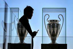 UEFA fundar ásamt aðildarsamböndum sínum í dag um framtíð Evrópumótsins í knattspyrnu.