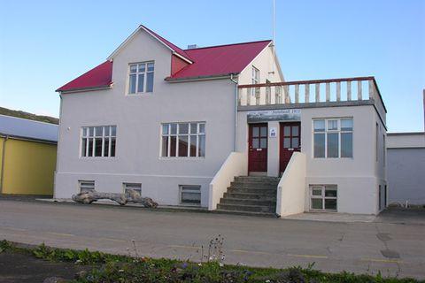 Steinhúsið guesthouse