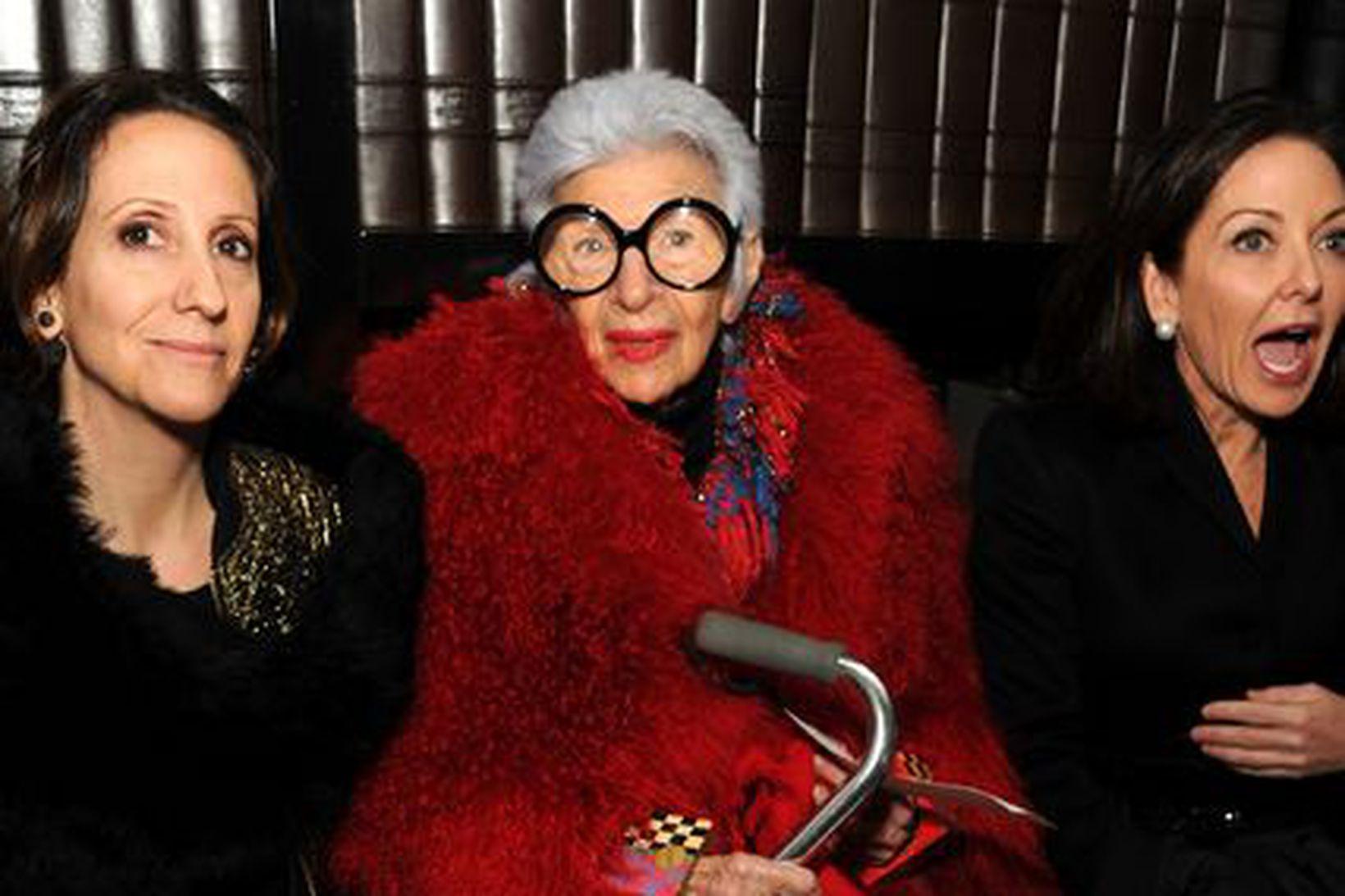 Iris Apfel á tískuvikunni í New York í febrúar 2014 …