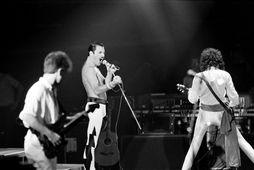 John Deacon, Freddie Mercury og Brian May á tónleikum í París 18. september 1984.