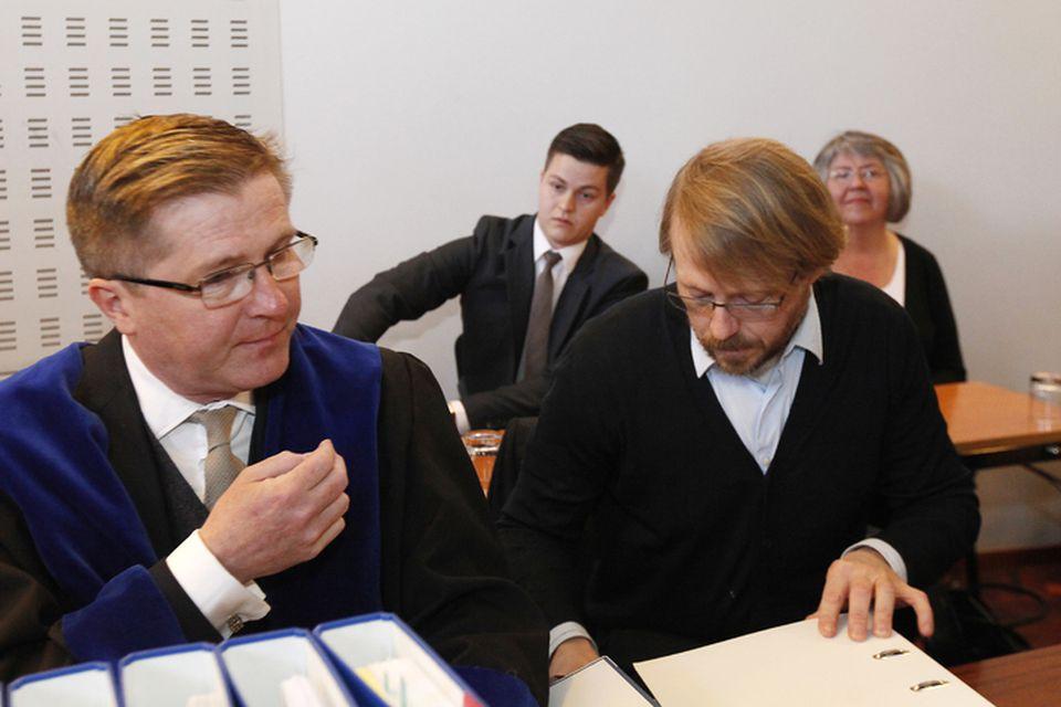 Steinþór Gunnarsson, fyrrverandi forstöðumaður verðbréfamiðlunar bankans (t.h. fremst á myndinni) var sakfelldur í héraði.