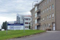 Tíu kínversku ferðamannanna voru fluttir á Sjúkrahúsið á Akureyri. Sex þeirra voru útskrifaðir í gær, …