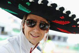 Esteban Gutierrez með hatt við hæfi fyrir Mexókókappakstrinum.