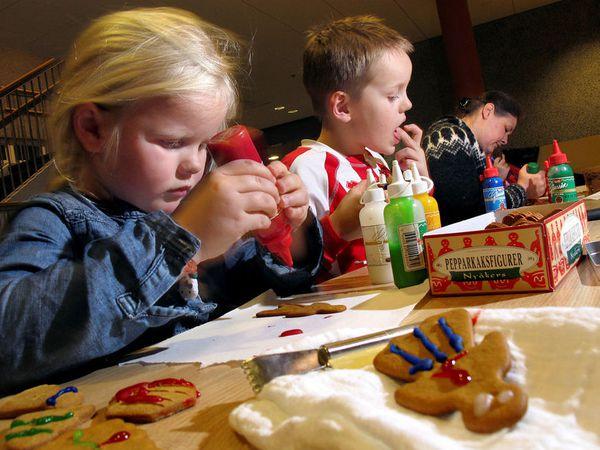 Children decorating piparkökur, or ginger biscuits.