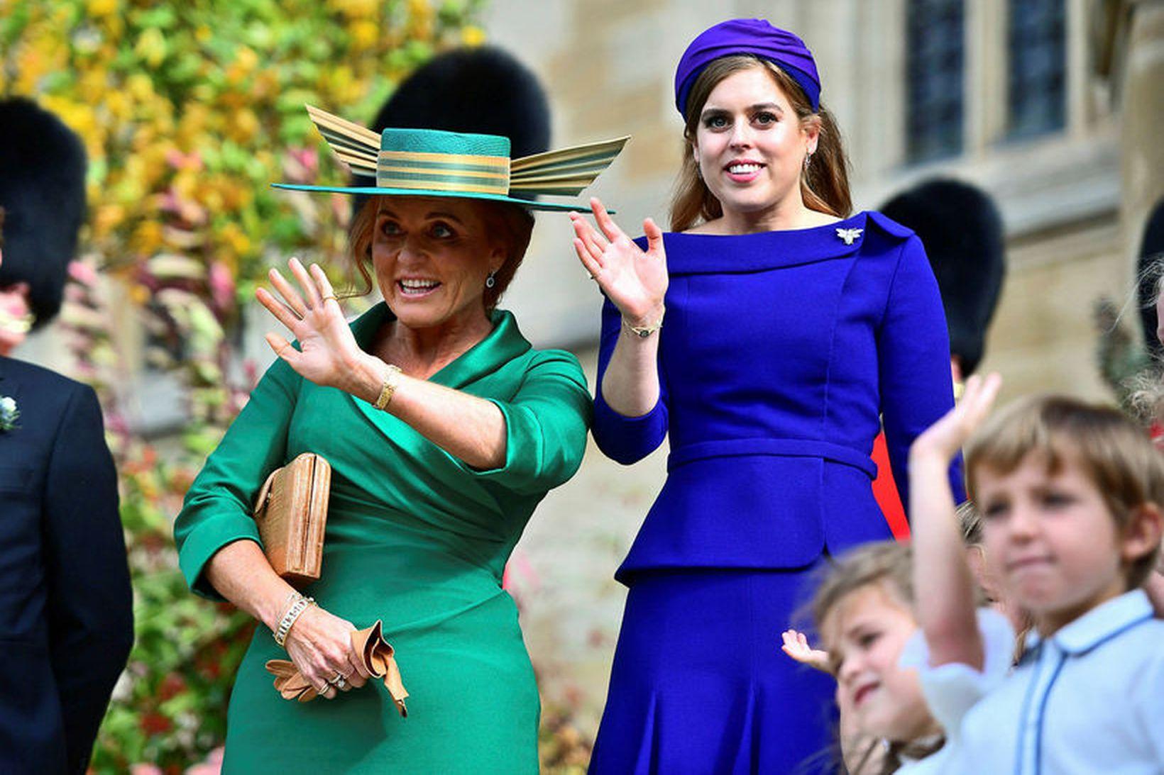 Beatrice prinsessa af York ásamt móður sinni Söruh Ferguson.