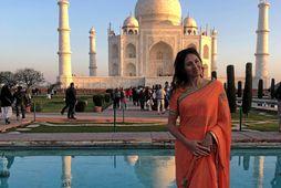 Sandra Dögg fyrir framan Taj Mahal á Indlandi.