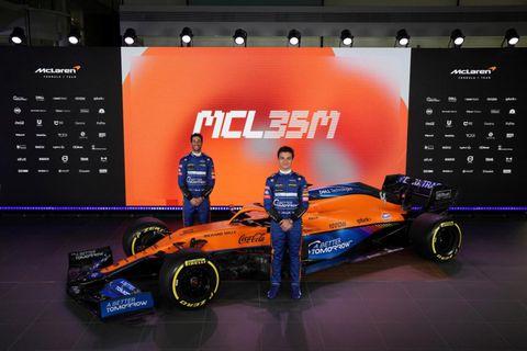 Daniel Ricciardo (t.v.) og Lando Norris afhjúpa keppnisbíl McLaren 2021 í dag, á netinu.