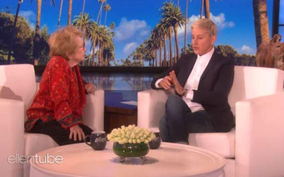Dr. Ruth kennir þáttastjórnandanum Ellen DeGeneres að tala um kynlíf ...