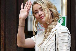 Amber Heard bar vitni í máli Johnny Depp gegn The Sun í dag, mánudag.