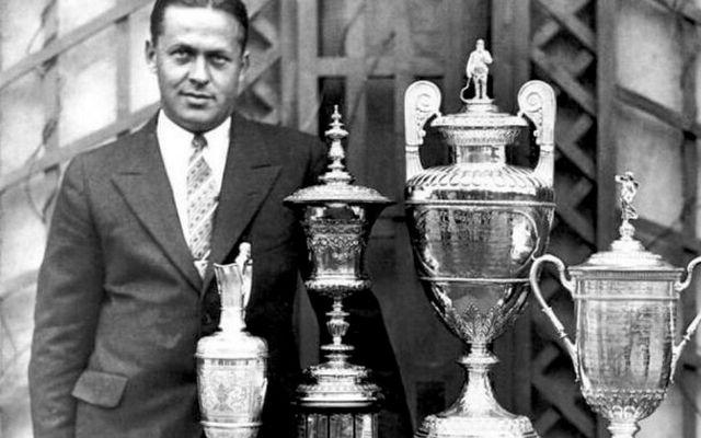 Bobby Jones með verðlaunagripina árið 1930.