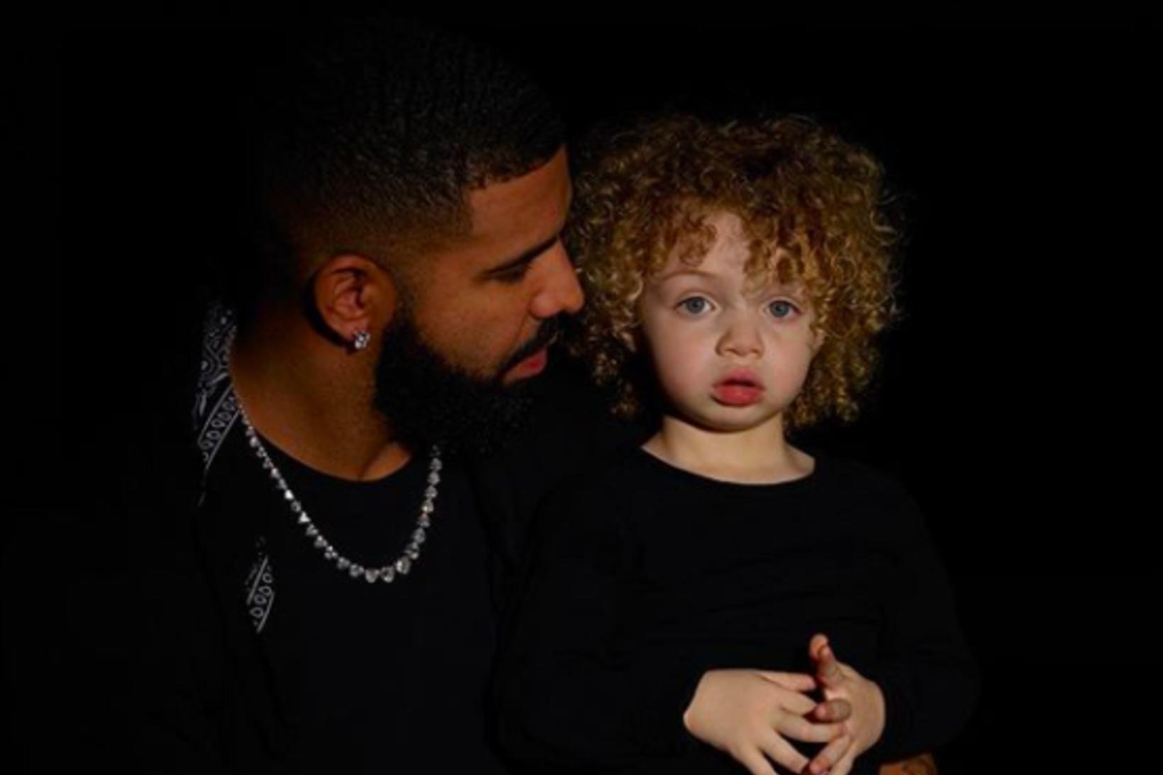 Drake og sonur hans Adonis.