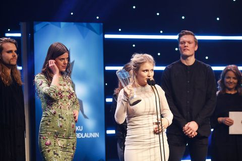 Katrína Mogensen, singer of Mammút won singer of the year award. On her left, Mammút bassist Ása Dýradóttir.