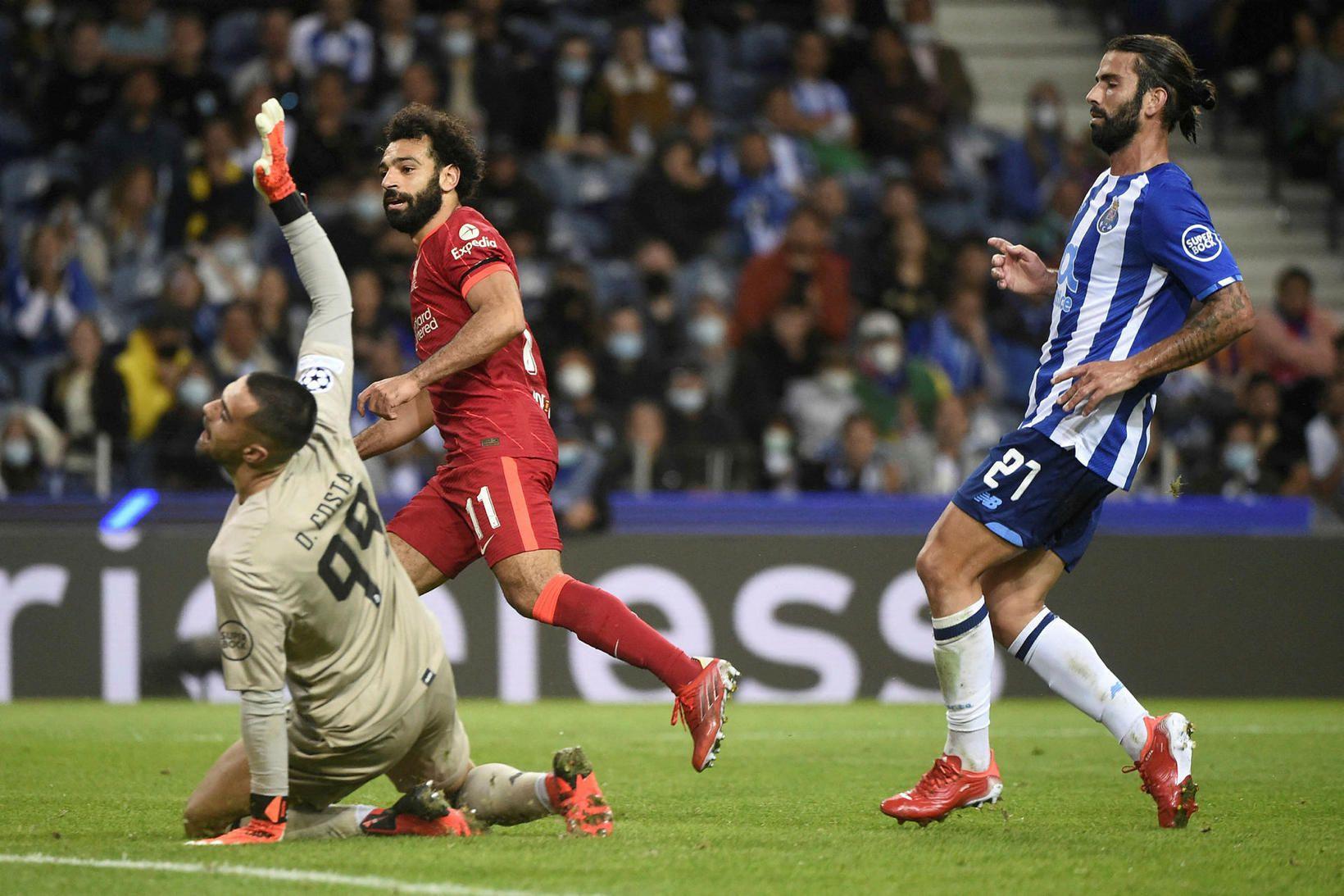 Mo Salah skorar þriðja mark Liverpool.