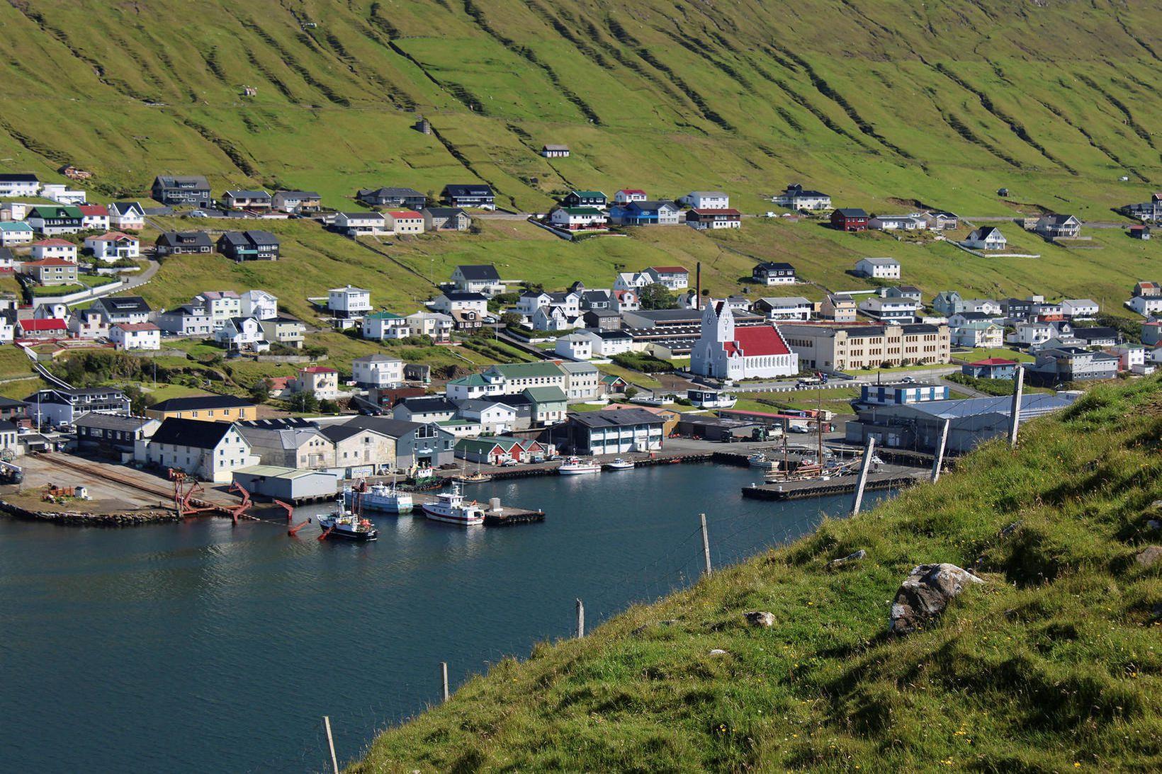 Færeyska ríkissjónvarpið Kringvarpið fjallaði um málið í kvöld.