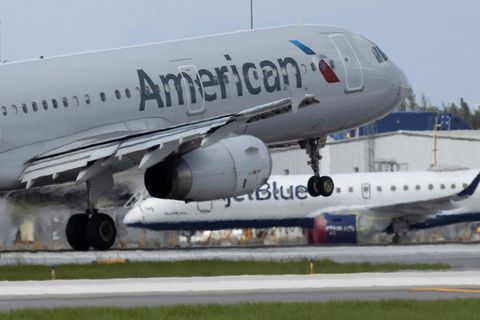 Flugvél American Airlines tekur á loft frá Flórída.