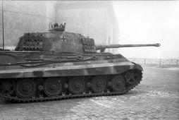 Þýskur skriðdreki af gerðinni Tiger II. Myndin er tekin í Búdapest í október 1944.