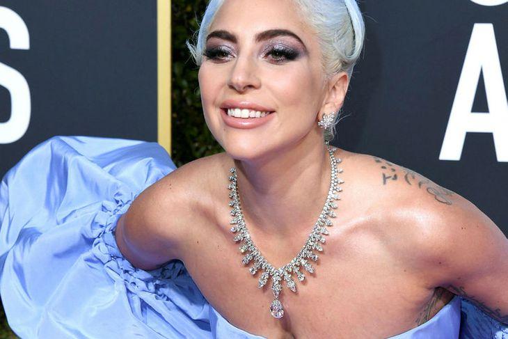 Lady Gaga með rándýra hálsmenið.