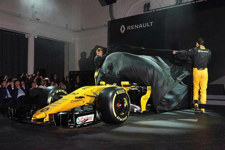 Jolyon Palmer og Nico Hülkenberg svipta bíl Renault hulunni.