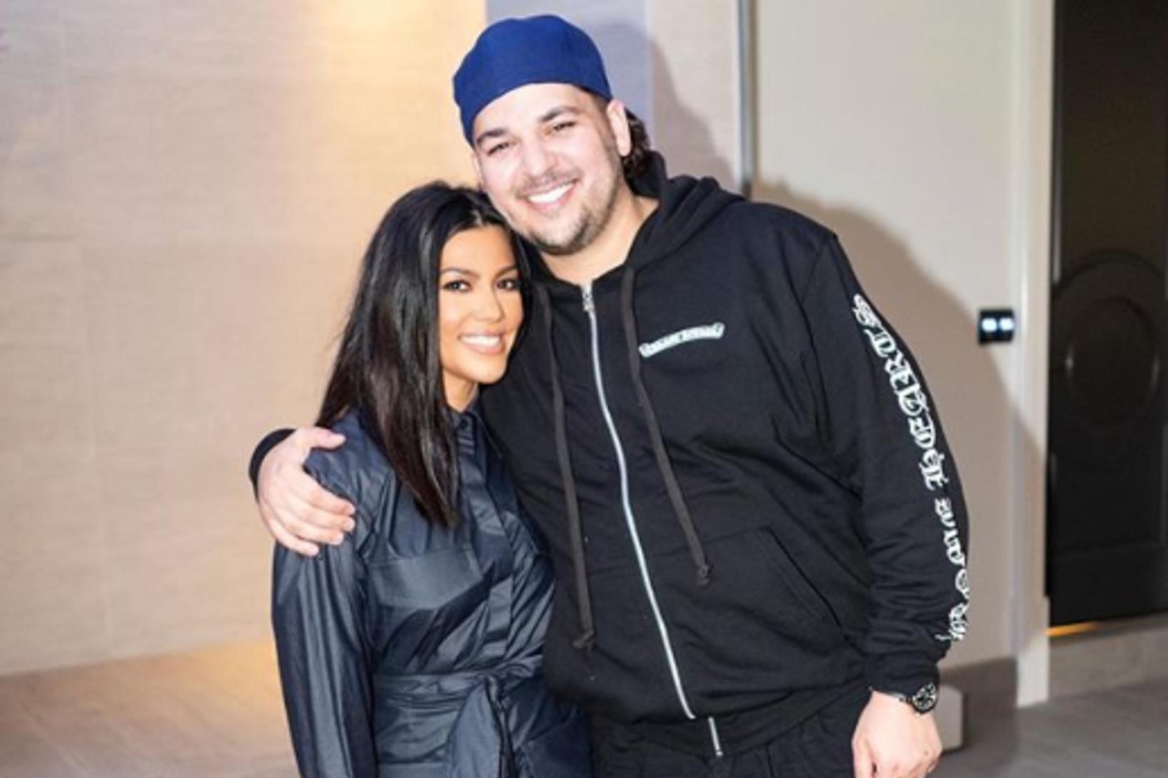 Rob Kardashian var skælbrosandi á öllum myndum úr afmælinu.