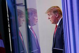 Donald Trump Bandaríkjaforseti kemur til með að kynna afléttingarnar á blaðamannafundi síðar í dag.