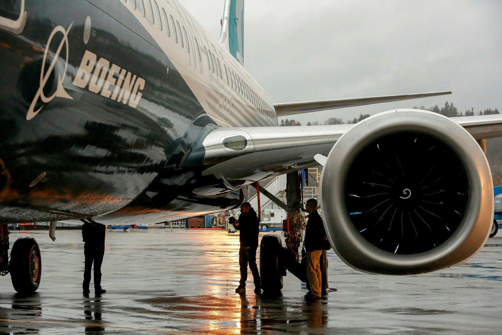Boeing 737 MAX-vélarnar eru nú notaðar til að flytja fólk …