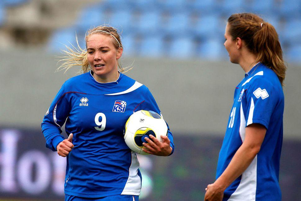 Margrét Lára Viðarsdóttir og Sara Björk Gunnarsdóttir