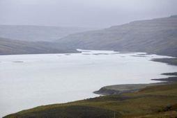 Þjórsá rennur í Sultartangalón og áfram í önnur miðlunarlón neðar á vatnasvæðinu.