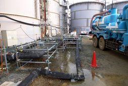 Mynd sem sýnir mengað vatn sem lak úr tanknum í kjarnorkuveri TEPCO í Fukushima.
