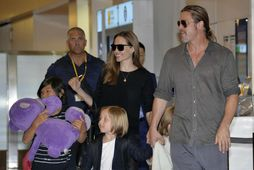 Brad Pitt og Angelina Jolie eiga sex börn saman. Hér sjást þau ásamt nokkrum barna ...