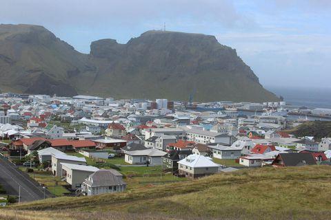 14 sýni greindust jákvæð fyrir COVID-19 af þeim var helmingur í sóttkví.