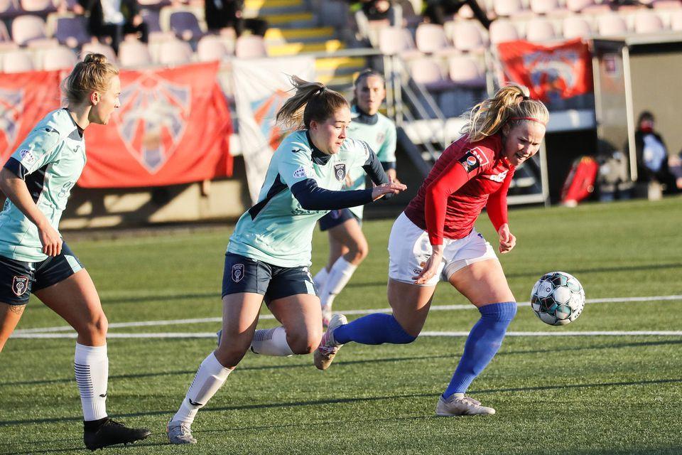 Hlín Eiríksdóttir í baráttunni á Hlíðarenda í dag.