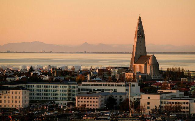 Um var að ræða líflegasta septembermánuð á fasteignamarkaði höfuðborgarsvæðisins frá því árið 2015, en 680 ...