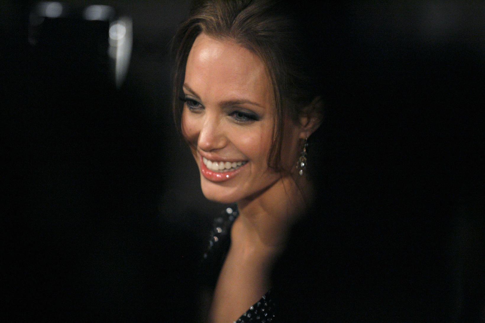 Angelina Jolie er djúpt hugsi og með skoðanir þegar kemur …